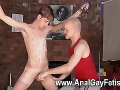 Hot gay sex Kieron Knight enjoys to fellate the super-hot cum fountain