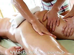 Manroyale Muscle daddy gets serviced by two twinks