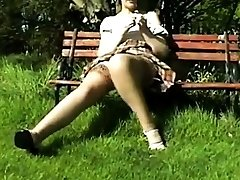 Amateur - xxxx video2012 - VERY RARE - Sara open legs