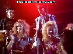 Sex rock n roll of kinky threesome