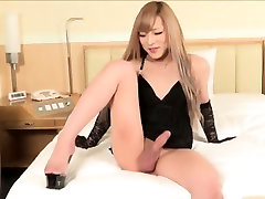 Blonde Asian ladyboy ejaculates on her belly