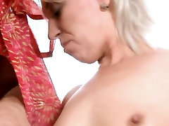 Stud stuffs mouth and juicy twat of mature babe with cock