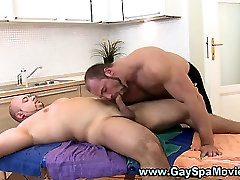 Bear masseur sucked by straighty