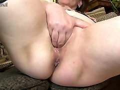 Dirty MOM hungry for a good fuck