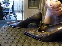 Cum in wifes brown public sexy talking pump