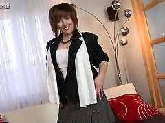 Real mom-next-door with hungry pussy