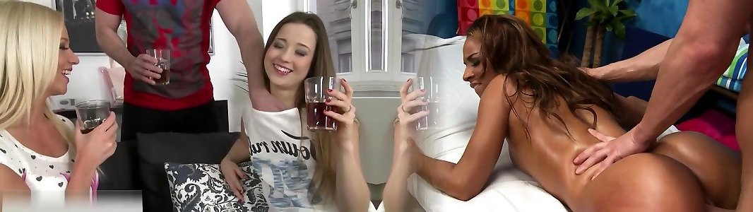 Aggrovigliato sesso lesbico